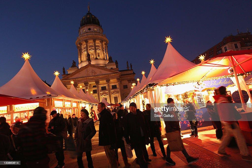 Berlin Christmas Markets Open To The Public : Foto jornalística