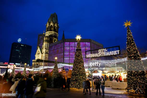 Visitors walk to the entrance of the Christmas market at Breitscheidplatz on December 17 2017 in Berlin Germany Federal and city officials will...