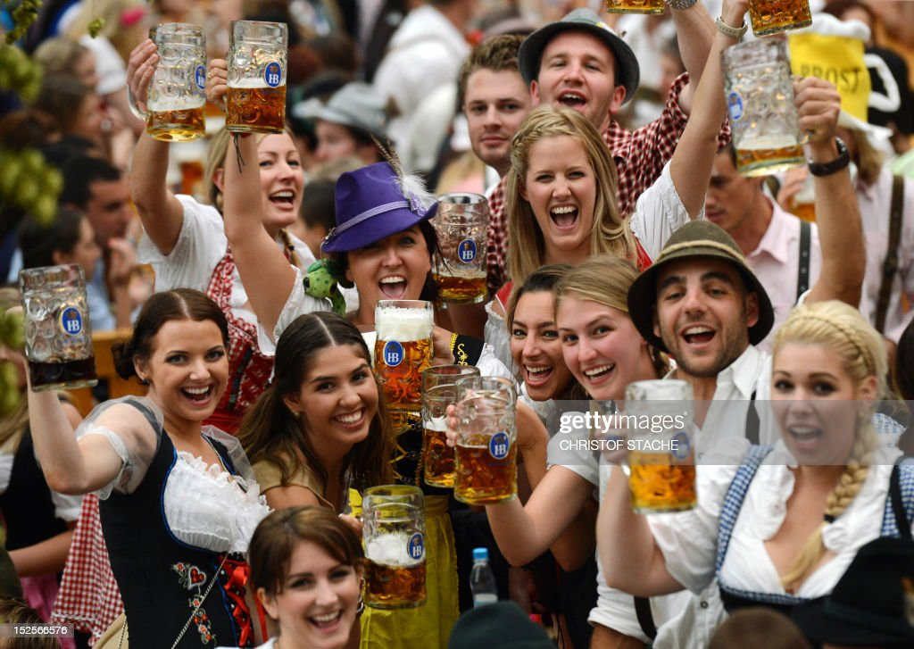 GERMANY-MUNICH-FESTIVAL-DRINK-LIFESTYLE-BEER-OKTOBERFEST : Foto di attualità
