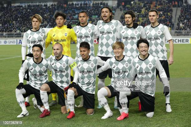 Vissel Kobe pose during the AFC Champions League Group G match between Suwon Samsung Bluewings and Vissel Kobe at the Suwon World Cup Stadium on...
