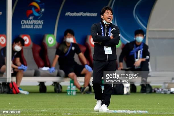 Vissel Kobe's coach Atsuhiro Miura during the AFC Champions League Round of 16 match between Vissel Kobe and Shanghai SIPG at the Khalifa...