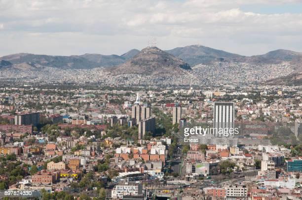 vista aérea de la ciudad de méxico - vista aérea stock pictures, royalty-free photos & images