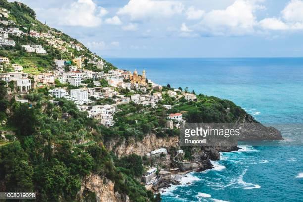 vista da cidade de praiano em positano na costa amalfitana - amalfi coast stock photos and pictures