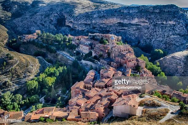 vista de albarracín (teruel) - アラゴン ストックフォトと画像
