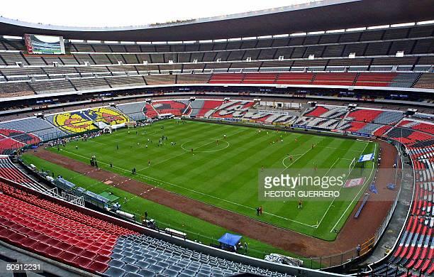 Vista del estadio 'Azteca' en el cual se juega el partido entre America y Toluca valido por la ronda final de los cuartos de final del Torneo de...