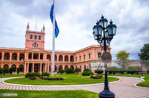 vista exterior del palacio de los lópez (palacio de gobierno). asunción, paraguay. - paraguay stock pictures, royalty-free photos & images