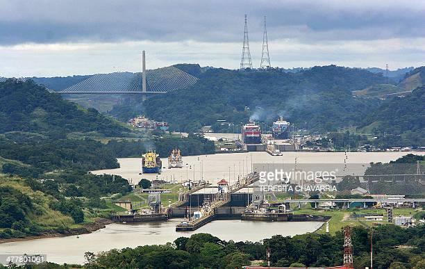 Vista general de las Esclusas de Miraflores y las Esclusas de Pedro Miguel del Canal de Panamá el 04 de noviembre de 2005 en la Ciudad de Panamá El...