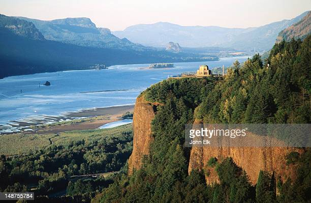 vista house, crown point sp, and columbia river. - columbia river gorge stock pictures, royalty-free photos & images