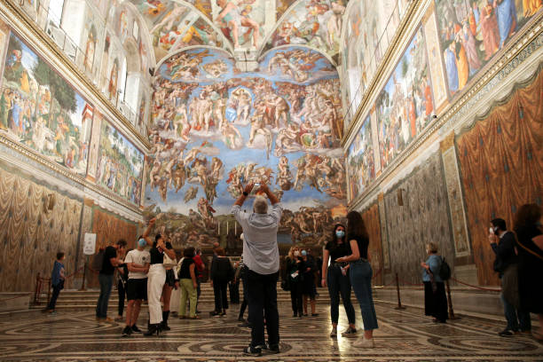 VAT: Vatican Museums Reopening