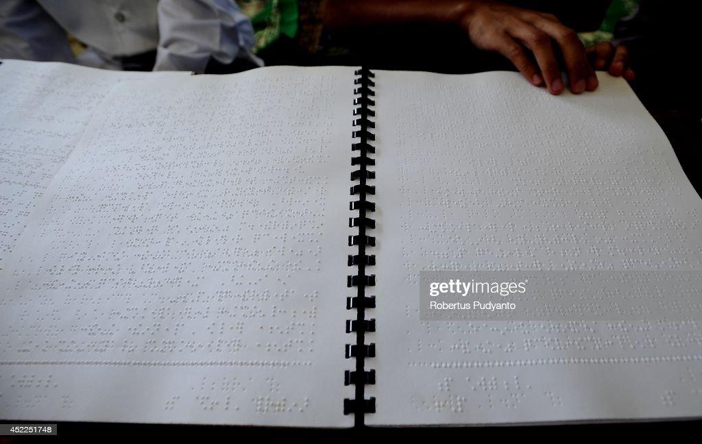 Visually Impaired Students Observe Ramadan In Surabaya : News Photo