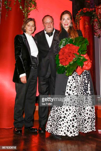 Vita founder Tatjana Kreidler Erhard Priewe and German actress Alexandra Kamp during the 8th VITA Charity Gala on October 28 2017 in Wiesbaden Germany