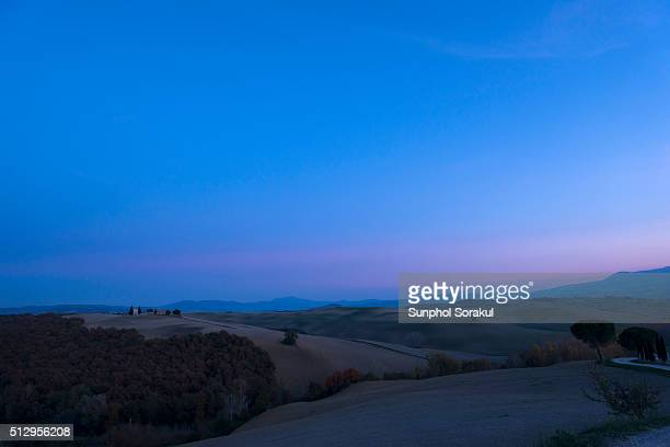 vitaleta chapel in the landscape of val d'orcia after sunset - capella di vitaleta stock pictures, royalty-free photos & images
