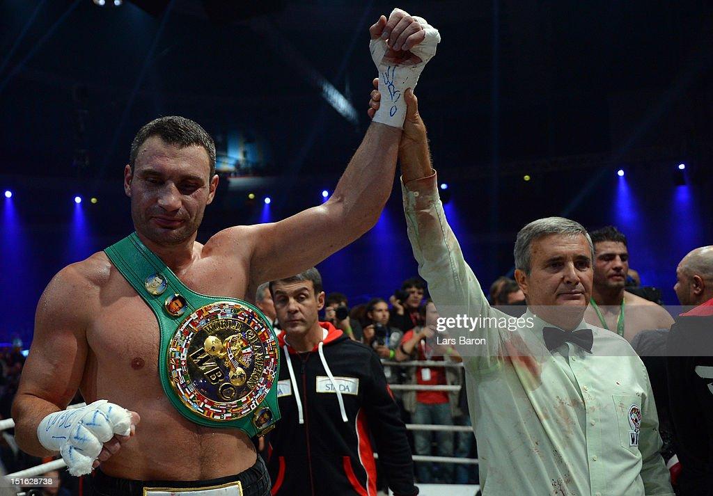 Vitali Klitschko v Manuel Charr - WBC Heavyweight Title : Foto di attualità