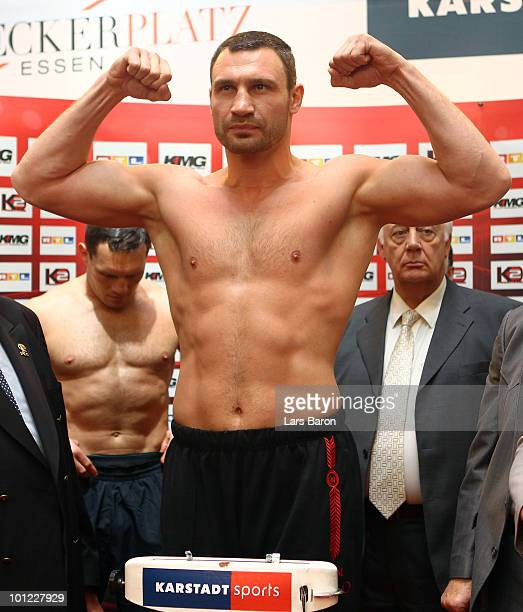 Vitali Klitschko of Ukraine poses infront of Albert Sosnowski of Poland during the weigh in at Limbecker Platz on May 28 2010 in Essen Germany The...