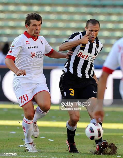 Vitali Kutuzov of Bari and Giorgio Chiellini of Juventus in action during the Serie A match between Bari and Juventus at Stadio San Nicola on August...