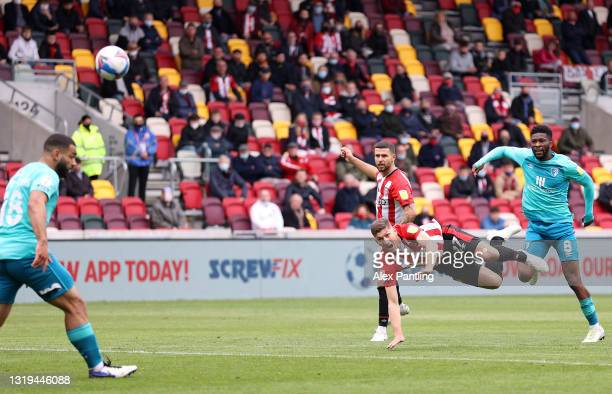 Vitaly Janelt of Brentford scores their side's second goal whilst under pressure from Jefferson Lerma of AFC Bournemouth during the Sky Bet...