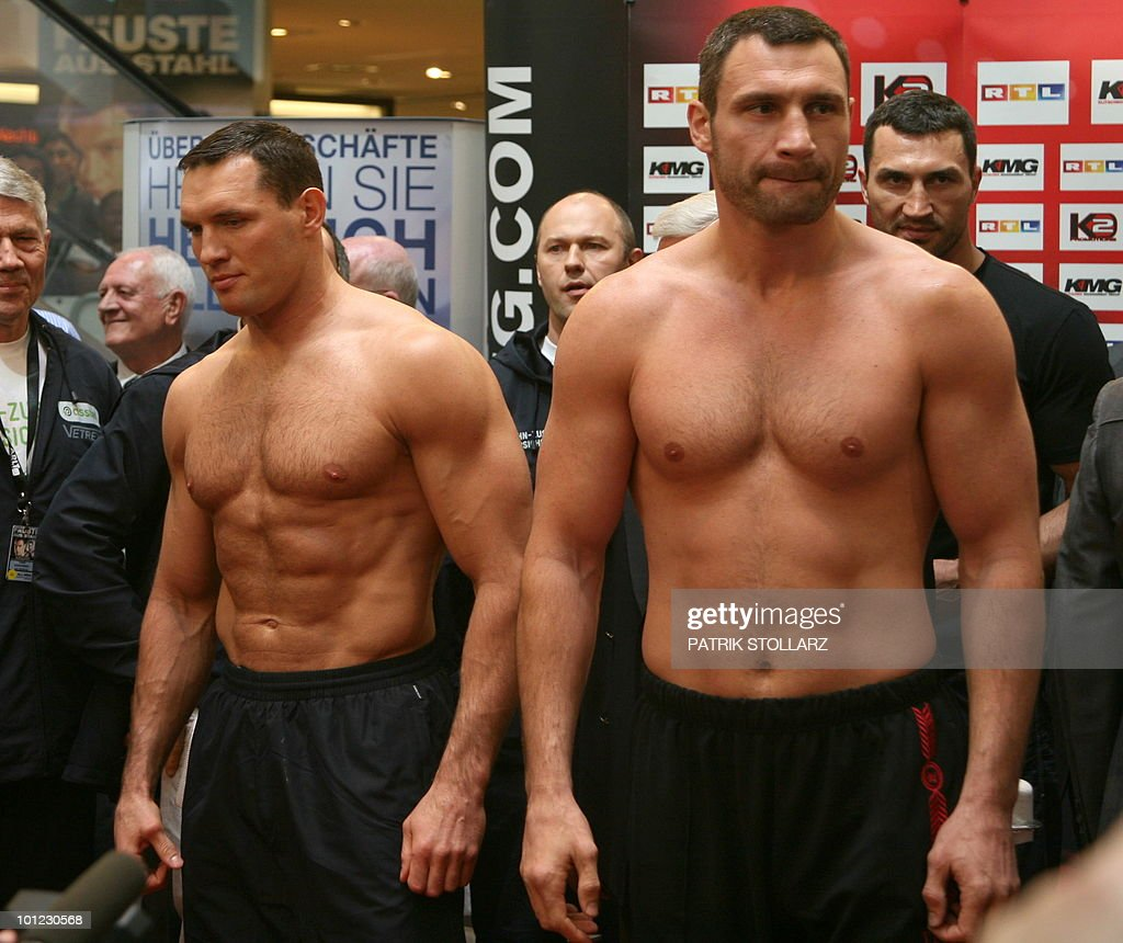 Vitaly Klitschko (R) of the Ukraine and Albert Sosnowski of Poland pose during a public weighing on May 28, 2010 in Essen, western Germany, one day before their WBC Heavyweight title fight in Gelsenkirchen.