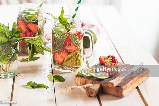 vitamin water, detox water, infused water, limes, strawberries, mint - infused water stock pictures, royalty-free photos & images