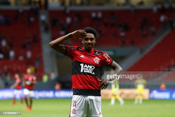 Vitinho of Flamengo celebrates after scoring the fourth goal of his team during a round of sixteen second leg match between Flamengo and Defensa y...
