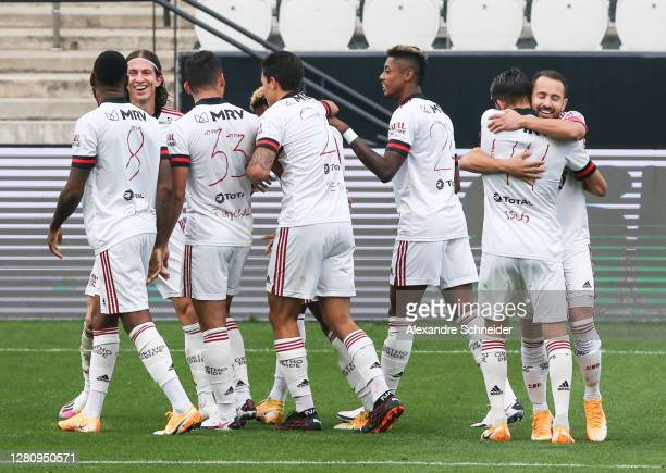 Vitinho of Flamengo celebrates with his team mates after scoring the second goal of their team during the match against Corinthians as part of...