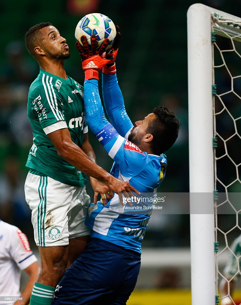 Vitor Hugo (L) of Palmeiras and Vitor of Cruzeiro in action during the match between Palmeiras and Cruzeiro for the Brazilian Series A 2015 at Allianz Parque stadium on November 21 , 2015 in Sao Paulo, Brazil.