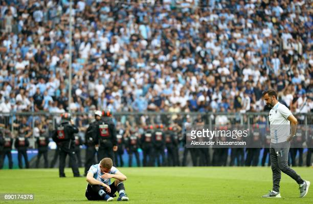 Vitor Pereira head coach of 1860 Muenchen and Levent Aycicek look dejected after the Second Bundesliga Playoff second leg match betweenTSV 1860...