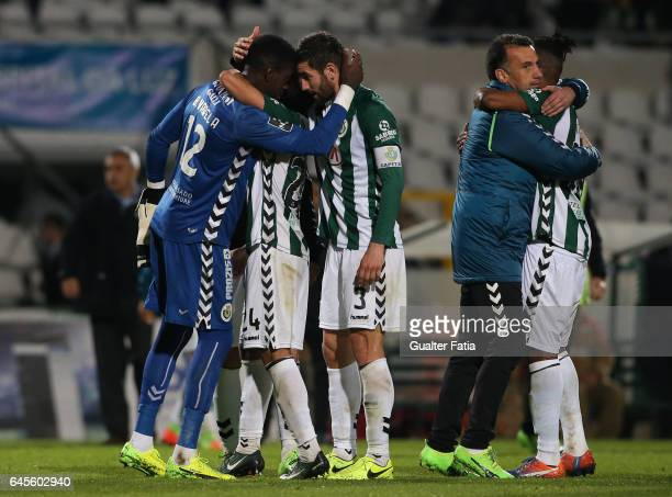 Vitoria de Setubal's goalkeeper Bruno Varela celebrates the draw with teammates at the end of the Primeira Liga match between Vitoria Setubal and SC...