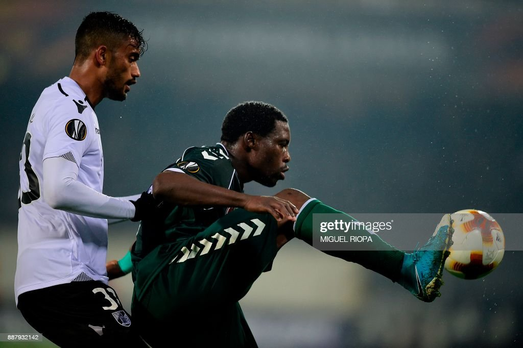 Vitoria Guimaraes' Brazilian defender Jubal (L) challenges Konyaspor's Gabonese forward Malik Evouna during the UEFA Europa League group I football match between Vitoria and Konyaspor in Guimaraes on December 7, 2017. /