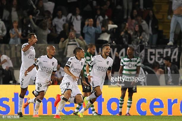 Vitoria SC's Brazilian forward Francisco Soares celebrates after scoring goal with teammates Premier League 2016/17 match between Vitoria SC and...