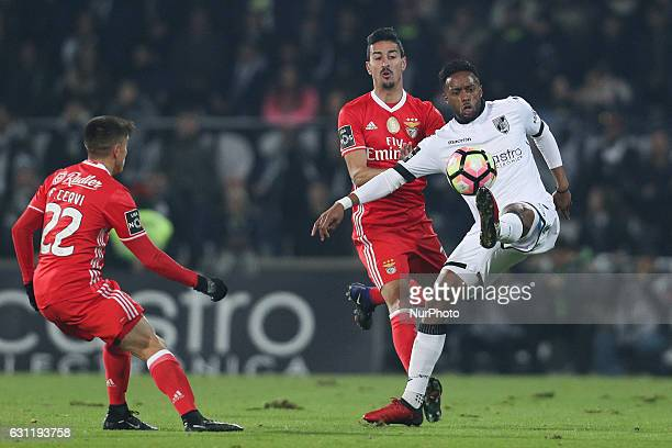 Vitoria SC's Portugues midfielder Hernani in action with Benfica's Portuguese defender Andre Almeida and Benfica's Argentinian forward Franco Cervi...