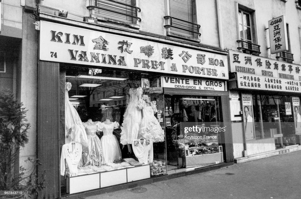 Vitrine d un magasin de vêtements asiatiques dans le quartier ... d18f033704a6