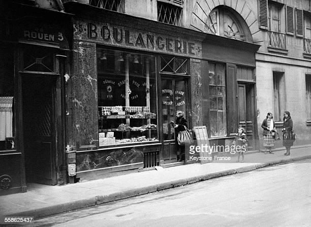 Vitrine d'une boulangerie juive à Paris France le 20 avril 1932