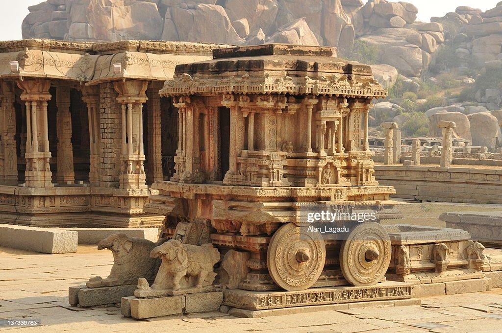 石の馬車 Vittala 寺院、インドのカルナタカ州ハンピます。 : ストックフォト