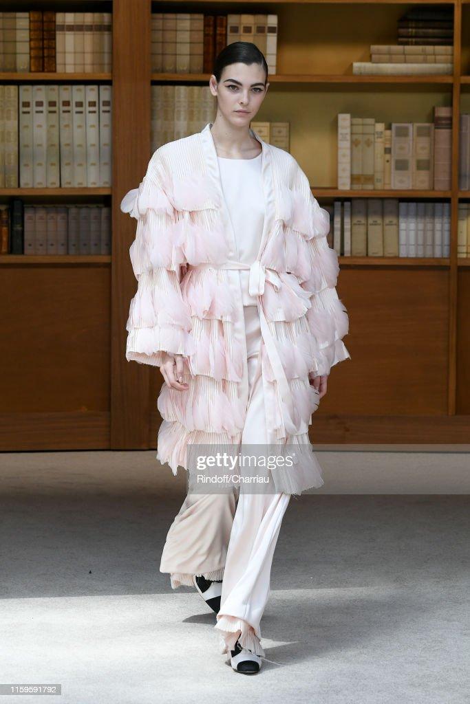Chanel : Runway - Paris Fashion Week - Haute Couture Fall/Winter 2019/2020 : ニュース写真
