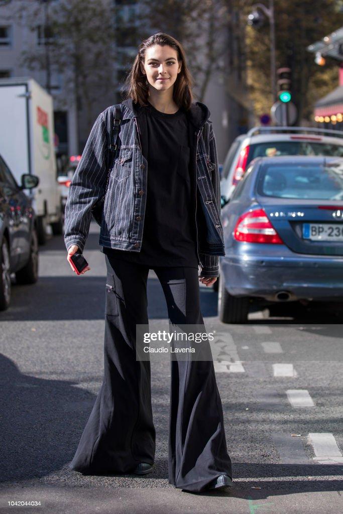 Street Style : Paris Fashion Week Womenswear Spring/Summer 2019 : Day Four : ニュース写真