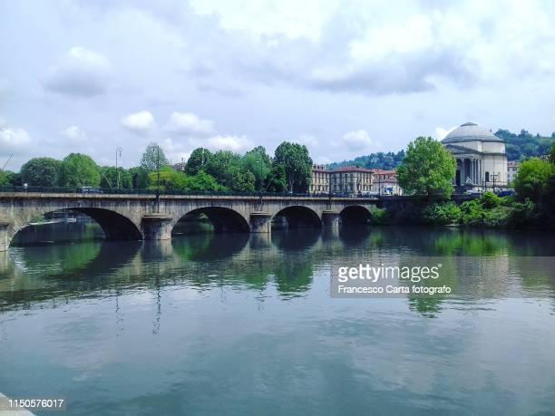 vittorio emanuele i bridge - turin photos et images de collection