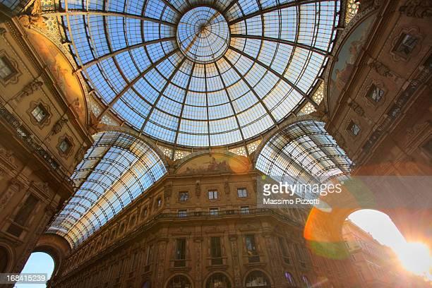 vittorio emanuele ii gallery in milan - massimo pizzotti foto e immagini stock