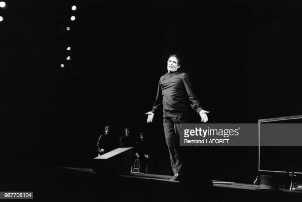 Vittorio Gassman sur scène au Théâtre Mogador le 19 avril 1983 à Paris France