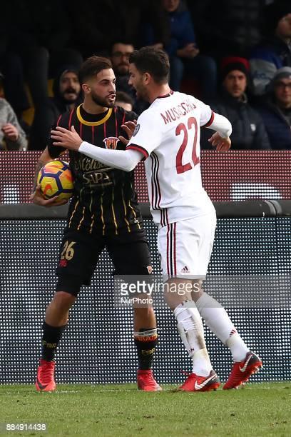 Vittorio Parigini of Benevento Calcio and Mateo Musacchio of AC Milan during the Serie A match between Benevento Calcio and AC Milan at Stadio Ciro...