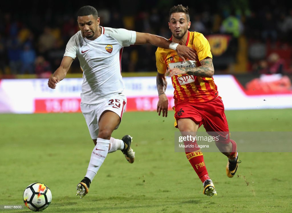 Vittorio Parigini (R) of Benevento competes for the ball with Bruno Peres (L) of Roma during the Serie A match between Benevento Calcio and AS Roma at Stadio Ciro Vigorito on September 20, 2017 in Benevento, Italy.