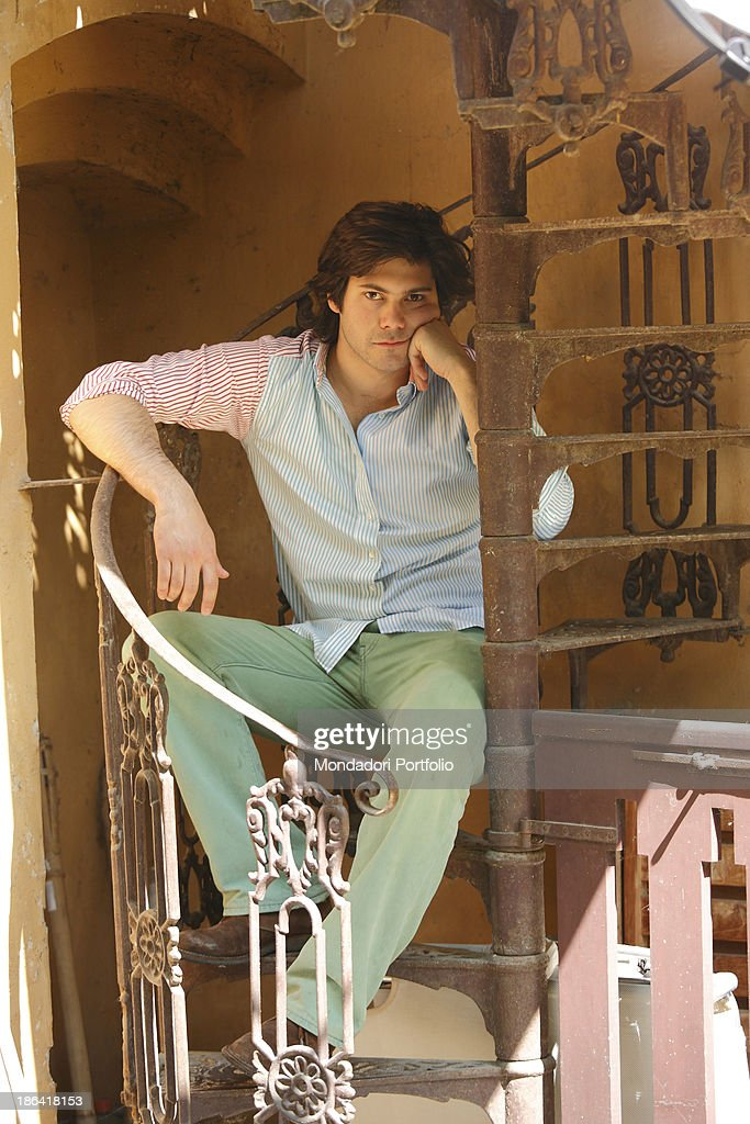 Carlo Sgarbi Brenner seated on a winding staircase : ニュース写真