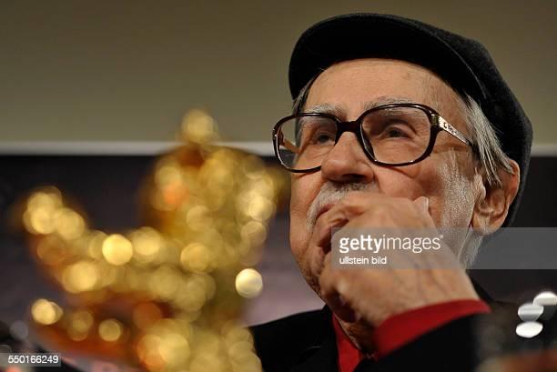 Vittorio Taviani mit dem Golden Bären für ihren Film CESARE DEVE MORIRE/CAESAR MUST DIE anlässlich des RadioEins Nighttalk am Rande der 62 Berlinale...
