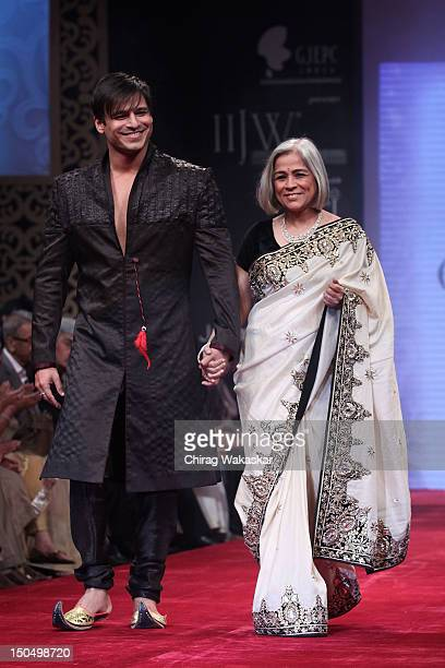 Vivek Oberoi Yashodhara Oberoi walk the runway in a Gitanjali design at the India International Jewellery Week 2012 Day 1 at the Grand Hyatt on on...