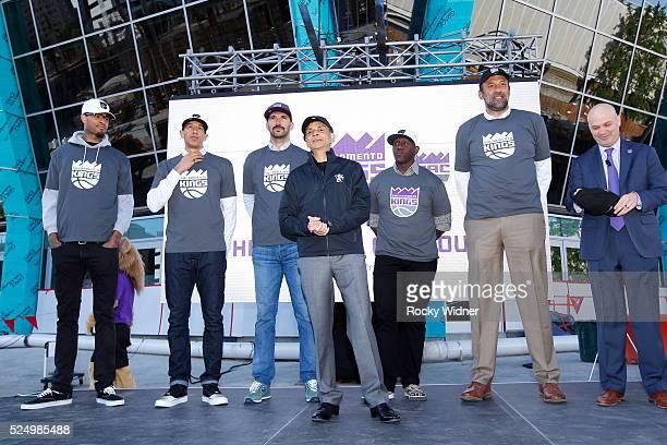 Vivek Ranadive of the Sacramento Kings along with Willie Cauley Stein Doug Christie Peja StojakovicBobby JacksonVlade Divac and Chris Granger speaks...