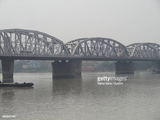 vivekananda setu over hooghly river against sky - hooghly river stock pictures, royalty-free photos & images