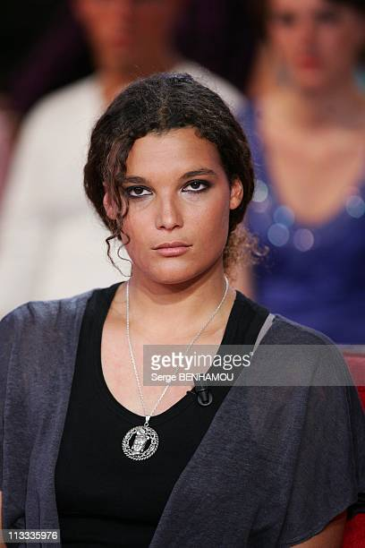 'Vivement Dimanche' Tv Show In Paris, France On May 14, 2008 - Marie Tabarly.
