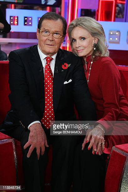 Vivement Dimanche Tv Show In Paris France On October 29 2008 Roger Moore and his wife Christina