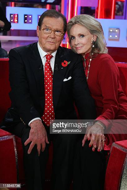 Vivement Dimanche Tv Show In Paris, France On October 29, 2008 - Roger Moore and his wife Christina.