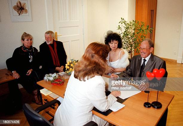 Vivi Bach, Dietmar Schönherr, Herbert;Köfer, Ehefrau Heike Knochee,;Vorzimmerdame Verena Galts, ,;Hochzeit, Berlin, Deutschland, Europa, Köpenick,...