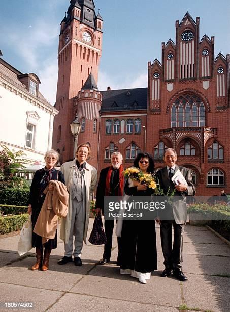 Vivi Bach, Wolfgang Lippert, Dietmar;Schönherr, Heike Knochee, Ehemann Herbert;Köfer, Hochzeit, Standesamt Köpenick,;Rathaus, Berlin, Deutschland,...